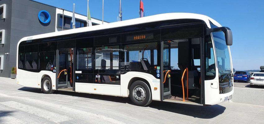Na liniji 1 (Koper–Kampel–Koper) koprskega mestnega prometa bo do torka, 14. julija, poskusno vozil 100-odstotni električni avtobus eCitaro znamke Mercedes Benz. 12-metrsko vozilo je svojo prvo poskusno in predstavitveno vožnjo opravilo dopoldne.